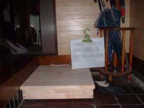 踏み台+縦型手摺りの設置