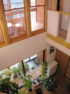 リビングが吹き抜けで開放的、やわらぎの家だからこそできる大空間です
